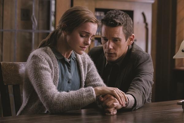 Amenábar finaliza el rodaje de 'Regresión' con Ethan Hawke y Emma Watson