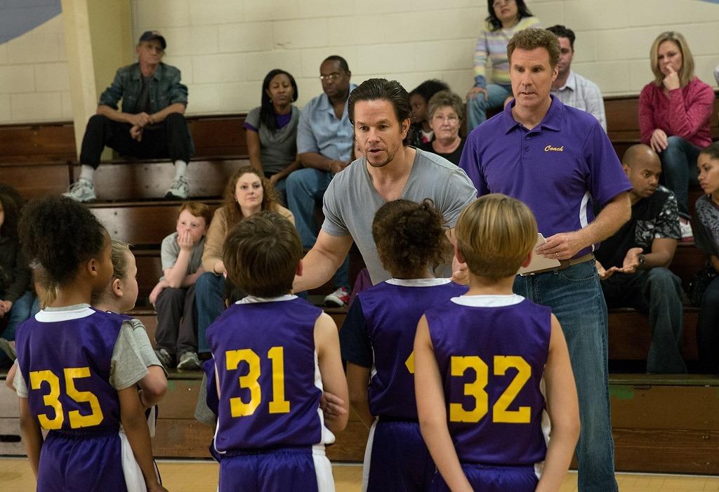 Mark Wahlberg y Will Ferrell en el tráiler de 'Padres por desigual'