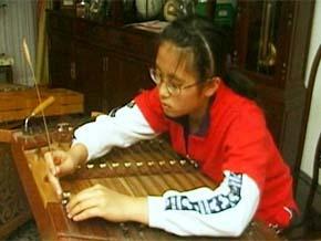 Thumb_ecoute_ma_musique_rebecca_harpe_papillon