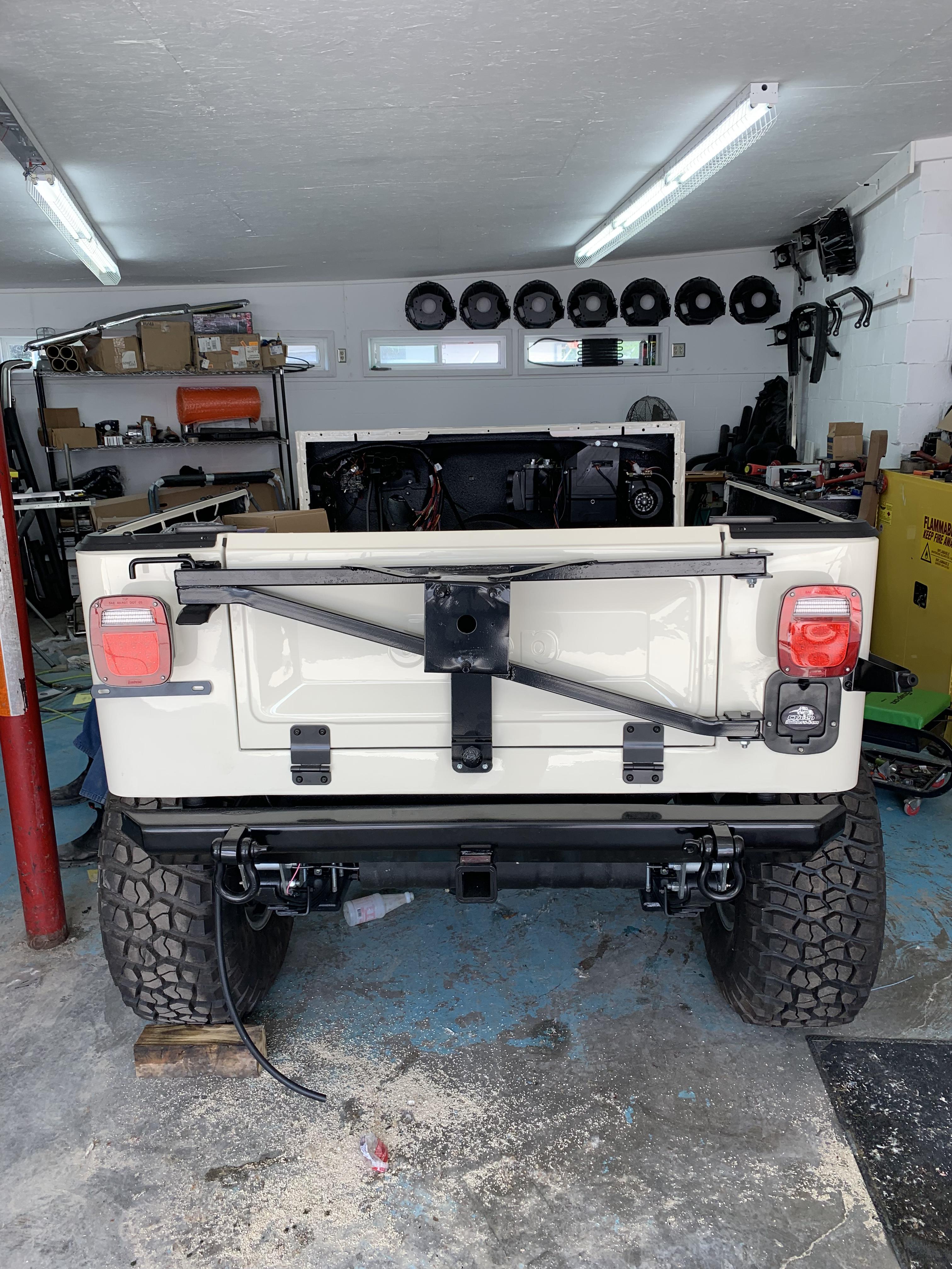 1984 Jeep CJ7 - White Thumbnail