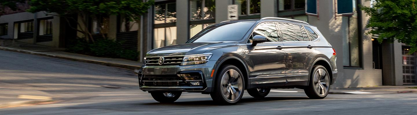 Front side view of the 2020 Volkswagen Tiguan in motion