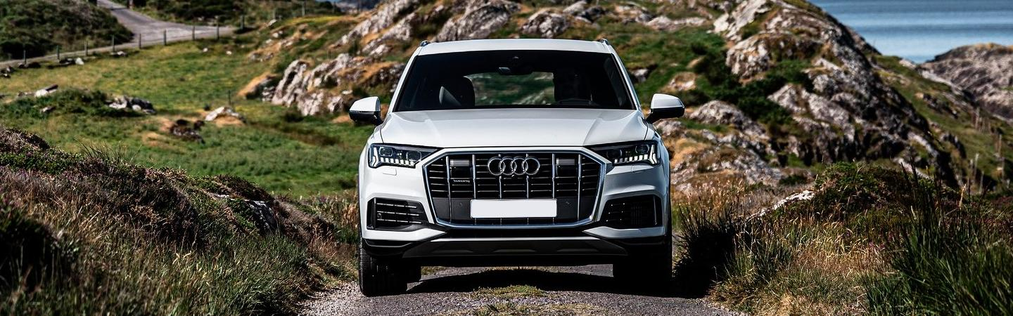 Front view of the 2020 Q7