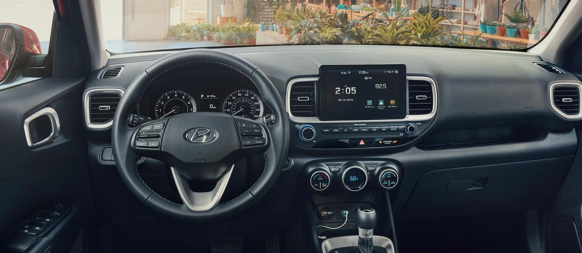 Steering wheel and infotainment in the Hyundai Venue