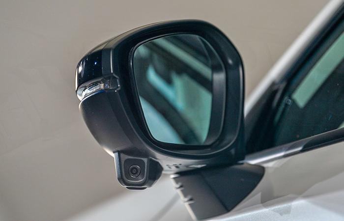 Close up view of a Honda Civic side mirror