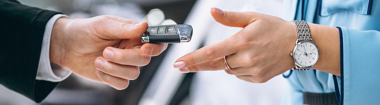 dealer handing keys to customer
