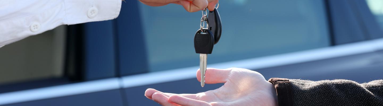 New Hyundai driver grabbing his new keys!