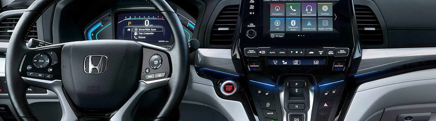 Front view of the 2021 Honda Odyssey infotainment system
