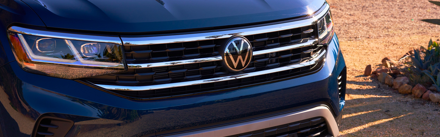 Close up of the front grille of the 2021 Volkswagen Atlas