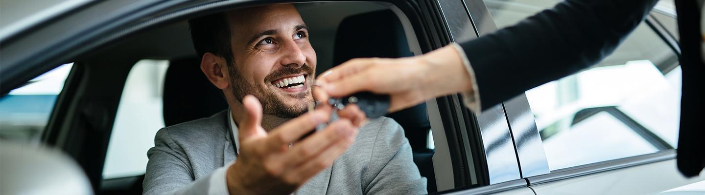 A man receiving his keys to a new Honda