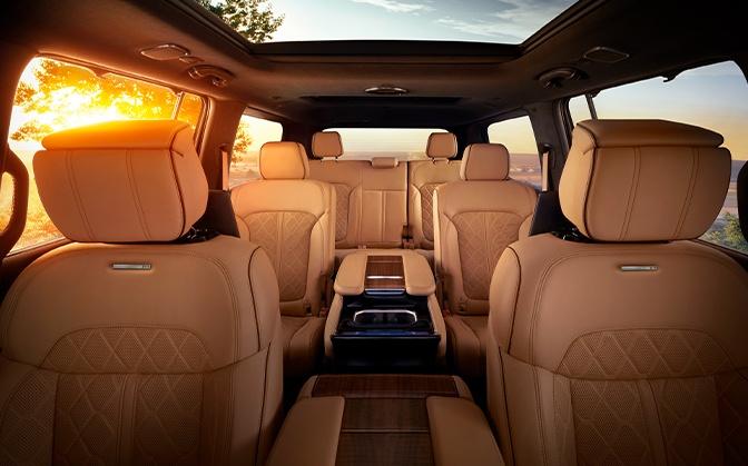 Jeep 2022 Wagoneer interior