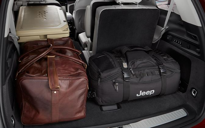 Jeep Grand Cherokee L view of space in trunk