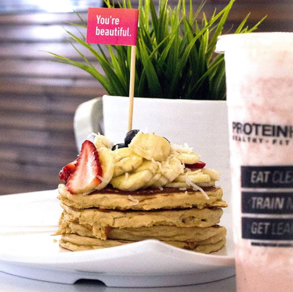 Catering ideas for comforting vegan comfort foods: Pancakes | Image: Protein House / Instagram