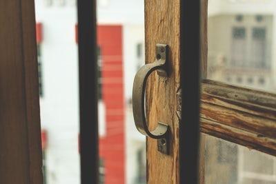 a door handle diy apartment hack