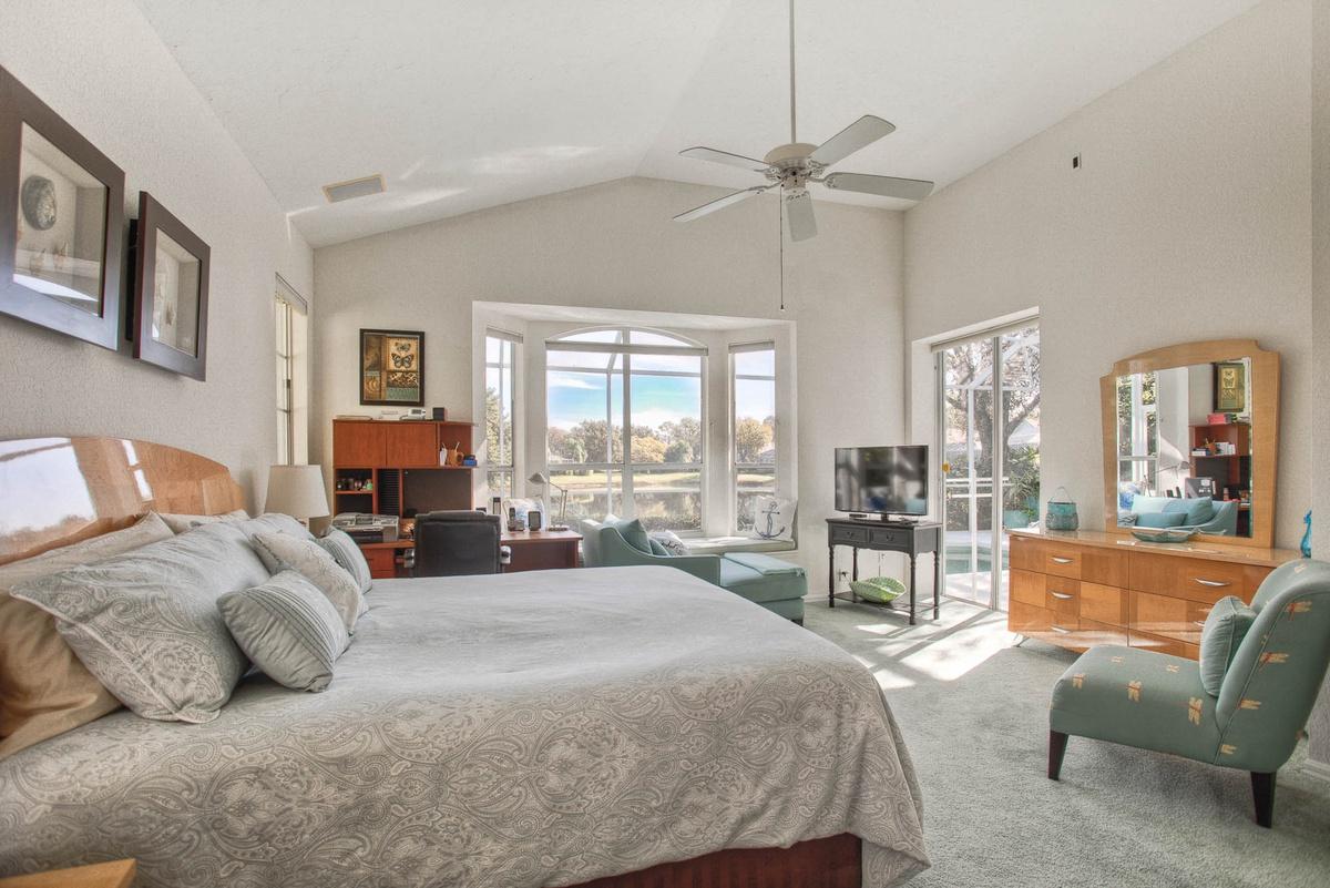 A beautiful Bradenton vacation rental bedroom