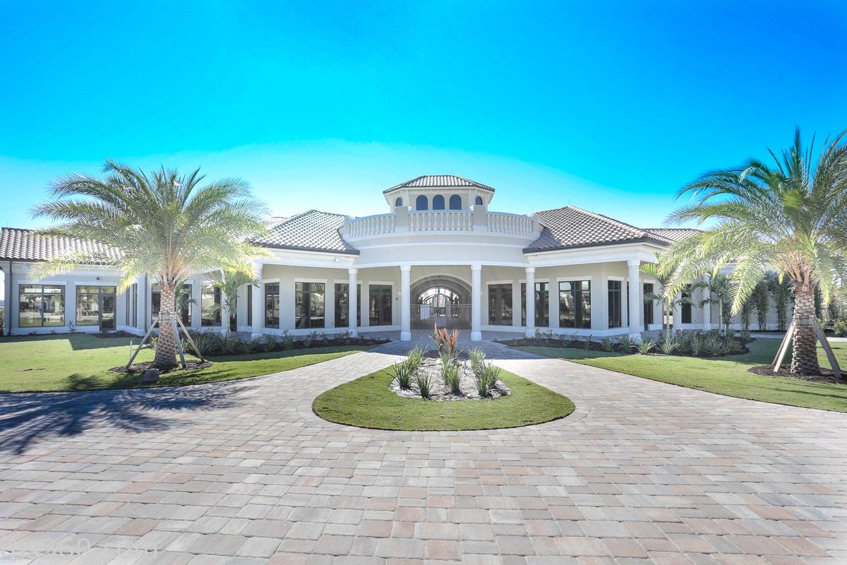 Imagine walking up to this glamorous Lakewood Ranch villa!