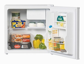 food cooler- 11 Money-Saving Travel Tips