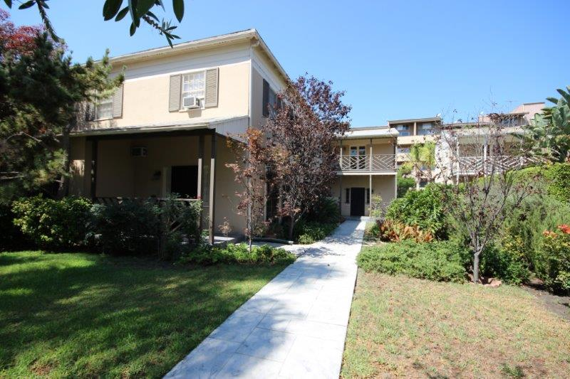 Charming 4 unit building in Beverly Grove. Located on one of the most desirable streets in Beverly Grove. Near Beverly Hills, West Hollywood, Downtown, the Beverly Center, The Grove, Cedars Sinai, CBS, Trader Joe's and Whole Foods Market.
