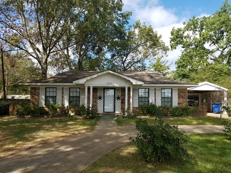 1509 N Clark Street, San Augustine, TX 75972