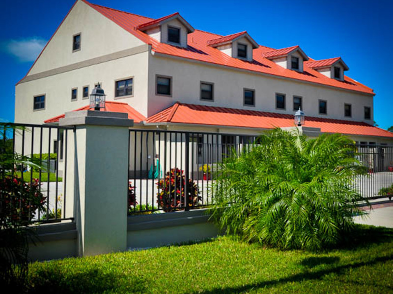 Canalfront Townhouse at Dalecroft, Grand Bahama/Freeport, BS