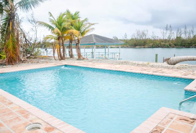 Lovely 2 Bedroom Townhouse near Taino Beach, Grand Bahama/Freeport, BS