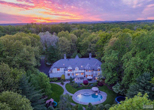 6 Stonewall Road , Saddle River, NJ 07458