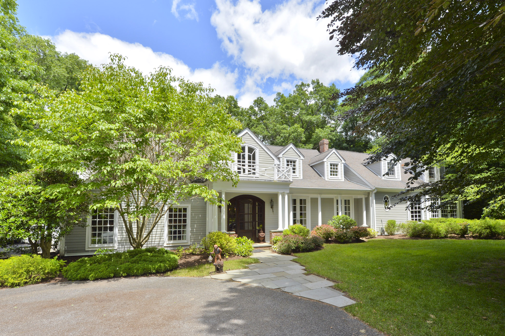 41 Locust Lane, Saddle River, NJ 07458