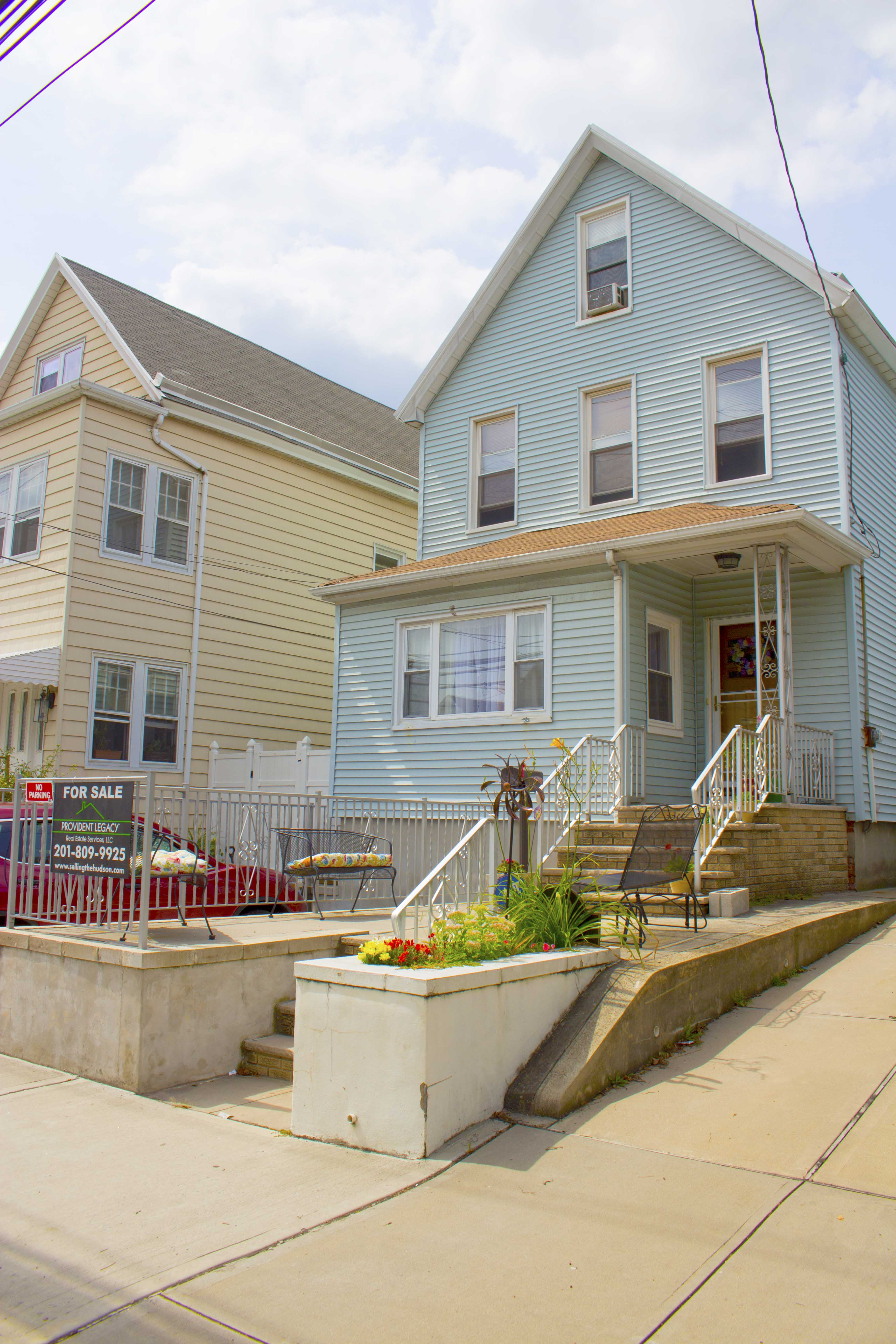 609 Avenue E, Bayonne, NJ 07002