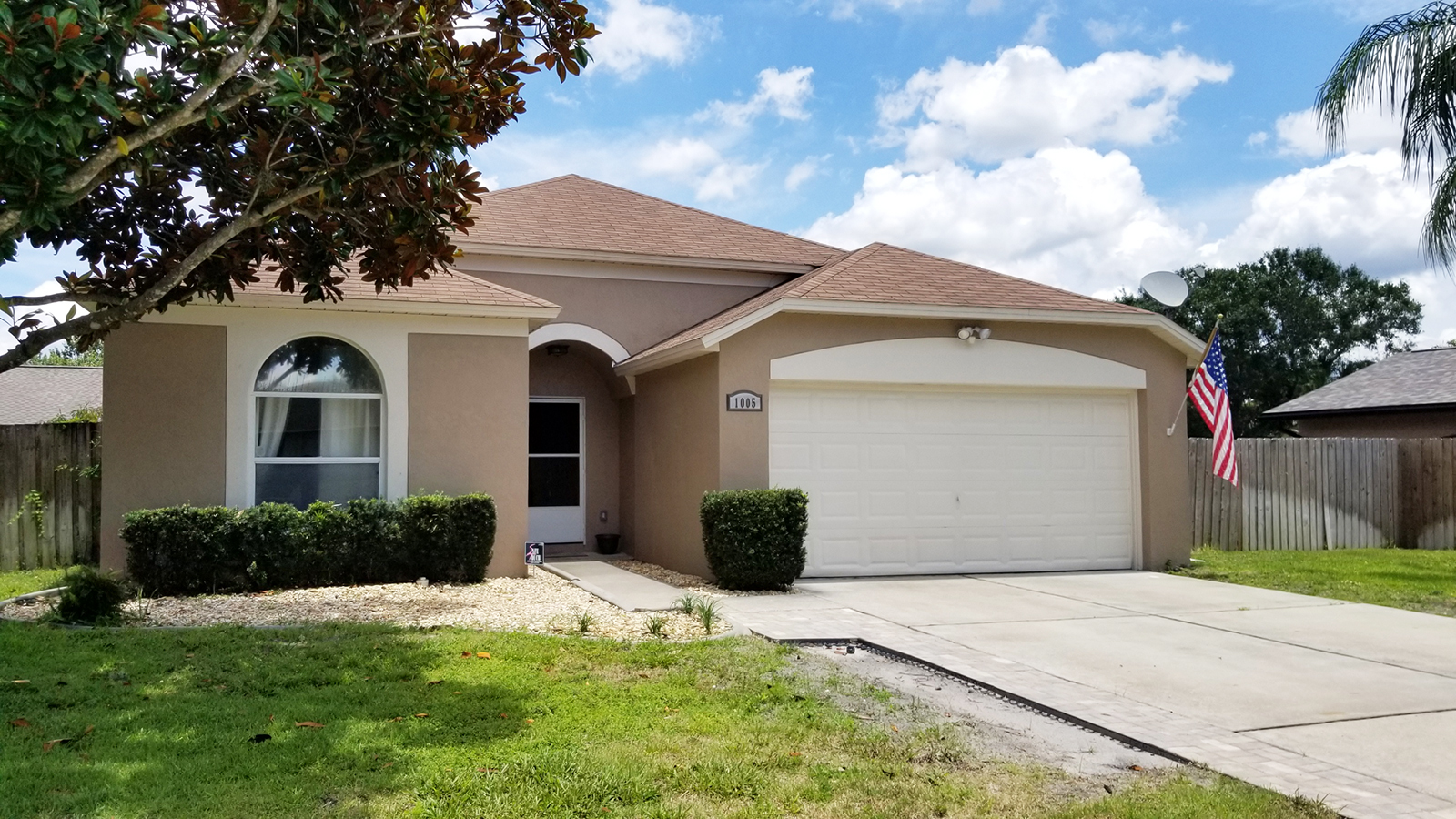 Live a lifestyle of comfort, convenience and community in the highly desirable Alafaya Woods! Situated on a serene cul-de-sac and zoned for sought-after SEMINOLE COUNTY SCHOOLS. This updated home showcases an OPEN FLOOR PLAN, LARGE PRIVATE BACKYARD, NEW INTERIOR & EXTERIOR PAINT, and much more!