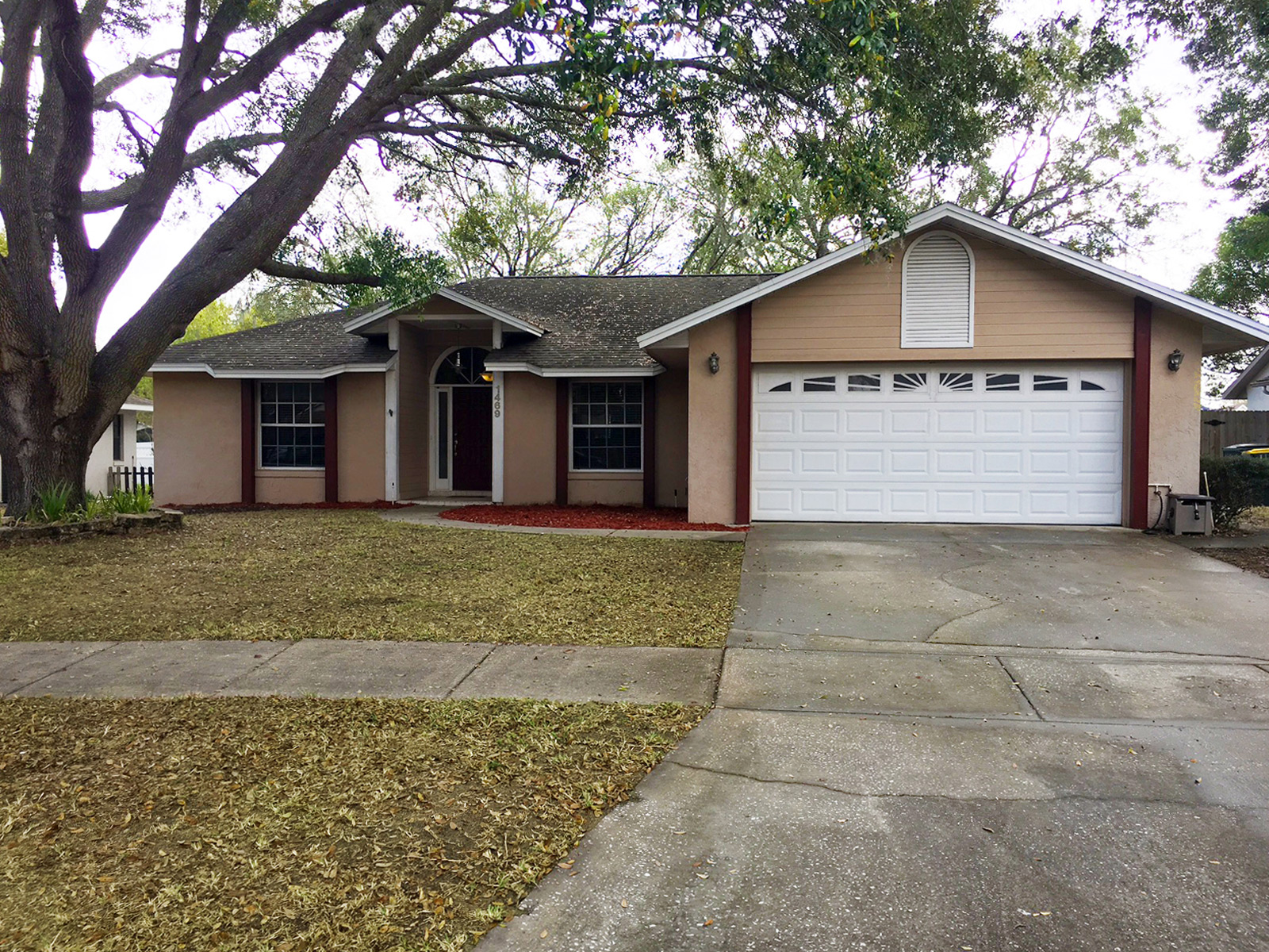 Your new home awaits, nestled in a quiet and established community just minutes away from Palatlakaha Park! This beautiful 3 bedroom, 2 bath home features a desirable split floor plan and enclosed sunroom. This is the perfect place to call home!