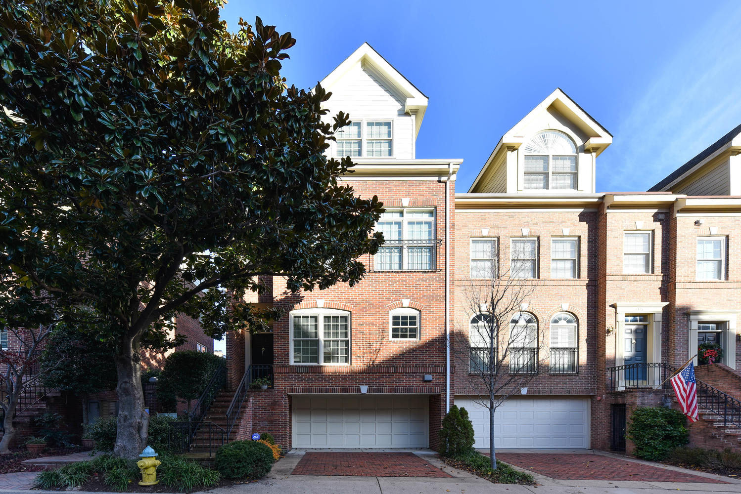 Stunning end unit luxury townhome in sought-after Highgate in the urban village of Rosslyn in North Arlington. For more information, please contact us.