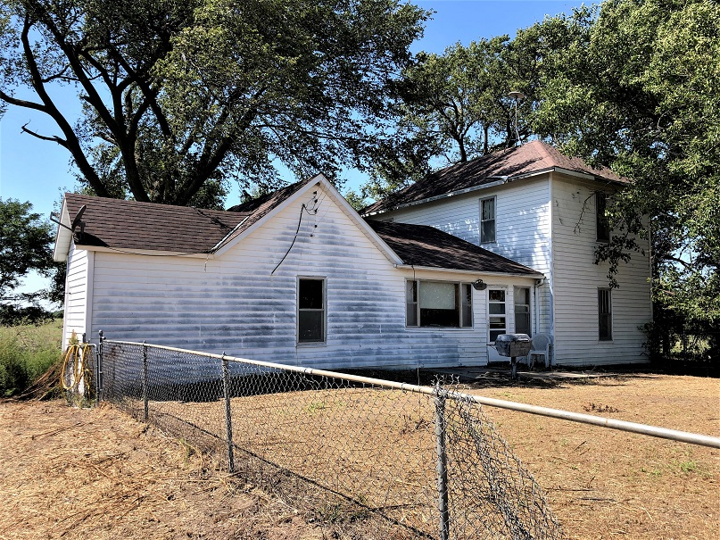 Older 2 story farmhouse with 4 bedrooms, 2 bathrooms, living room, dining room, kitchen, mudroom and enclosed porch plus 30' x 40' garage/storage shed all sitting on 80+/- acres with surface rights only and priced at $128,000.