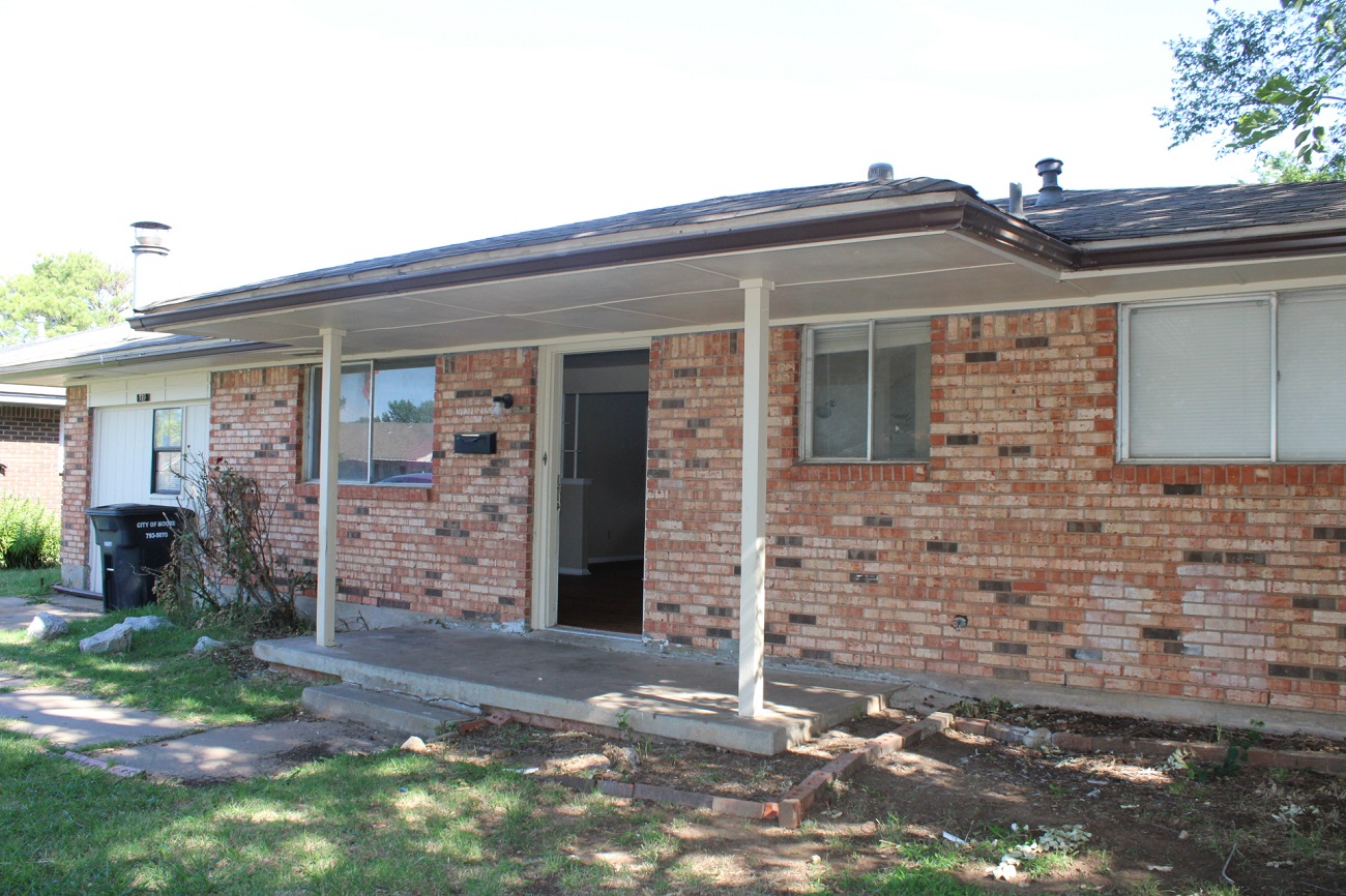 This home features 3 bed 1 bath 1150 sq ft. This property doesn't have a garage it's converted into a second living room. Spacious open floor plan, nice size bedrooms and closets and so much more! Pets allowed restrictions apply. Deposit is equal to one month's rent. Call or text 405-210-7289