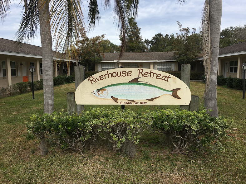 Fabulous remodeled furnished 2/2 Condo with beautiful flooring, crown molding, gorgeous kitchen and dining area. This unit is ground level with community pool right out the back door. The condo is in Crystal River and overlooks Hunter's Springs, has Gulf access with no bridges and a private boat dock. Price includes basic cable, water, trash and up to $150 of electric. *Minimum rental for 90 days.