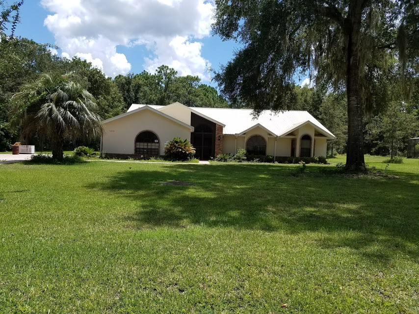 This is an extravagant 3/2/2 pool home situated on just a little over an acre in Lecanto! This is a very nice quiet neighborhood & the backyard offers a lot of privacy. The home comes fully furnished including all utilities & electric up to $150.00 per month.
