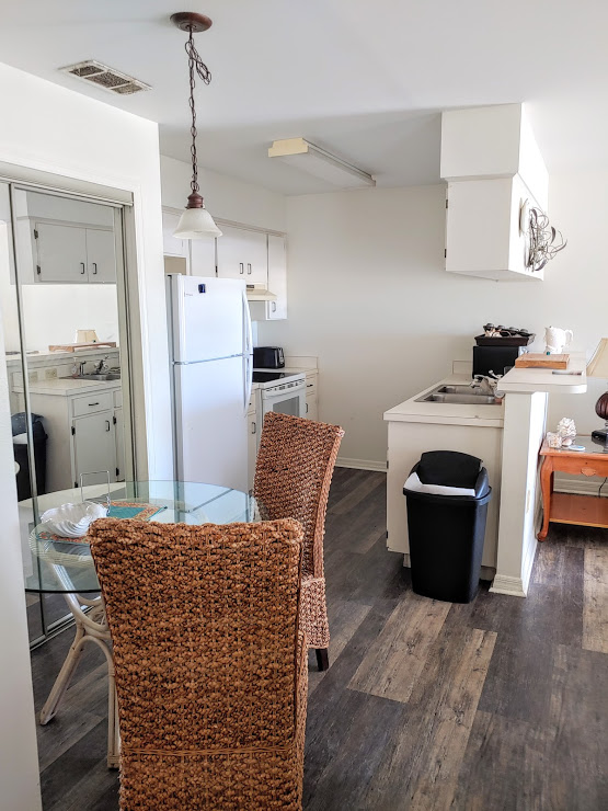 This is a fantastic 2/2 condo that comes fully furnished with a washer/dryer combo & a community pool. The condo is located in Crystal River close to all the nearest shops & restaurants. There is a 6 month minimum stay due to HOA requirements. Utilities not included. First, last, security required & a $50 application fee per adult.
