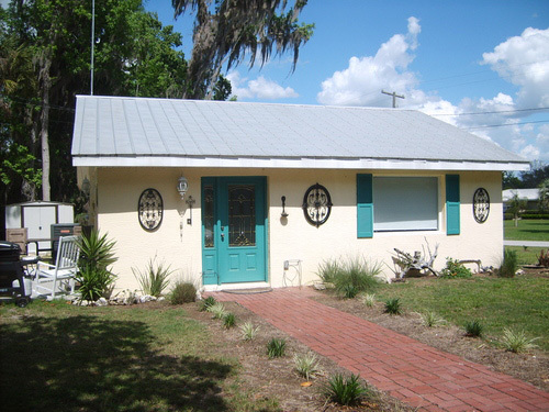 Charming three bedroom, two full bath furnished home on beautiful Kings Bay Drive. This home has been very well kept with an updated kitchen, detached garage and a lovely yard. Minutes to the water, close to the power plant and Three Sisters Springs. Utilities includes $200.00 cap on electric, basic cable, lawn service, and water/trash/sewer service. This home is a MUST SEE! *Minimum rental for is 3 months.  Available April-October only. (Any rental reservations for less than six months & one day have 11% short term tax)