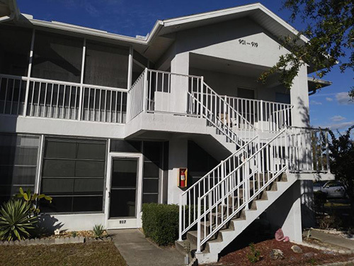 This is a lovely 1/1 first floor efficiency located in the heart of Crystal River! Perfect for one to two people & comes fully furnished. Very clean unit! Close to all the shops, restaurants, & grocery stores. This one will not last long!