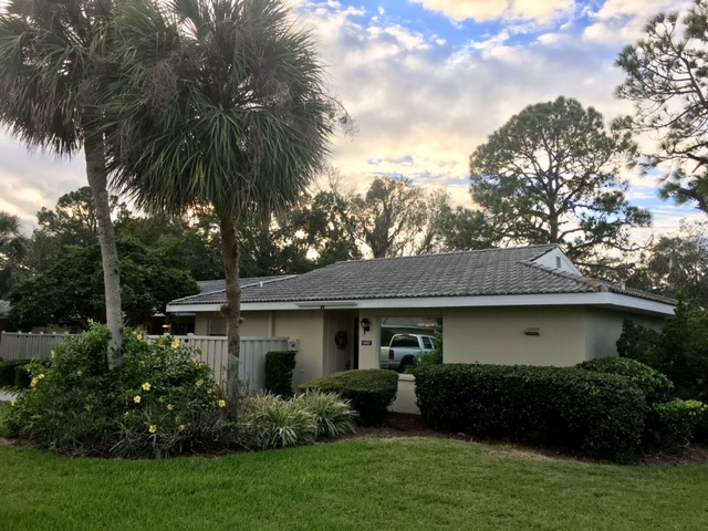 Two bedroom two bath condo situated in the Islands and Dixie Shores comes furnished. Community features a community pool, tennis court & a club house. The condo is conveniently located close to town & close to the Ft Island beach. Enjoy the water in Kings Bay or Gulf of Mexico, fishing, kayaking, great shops & restaurants that Crystal River has to offer! Three month minimum lease requirement and up to one year lease available.  Credit/background check required with $50 application fee per adult. First, last, security required on long term rentals. Any rental reservations for less than six months & one day have 11% short term tax. HOA rules apply.  Call for more information!