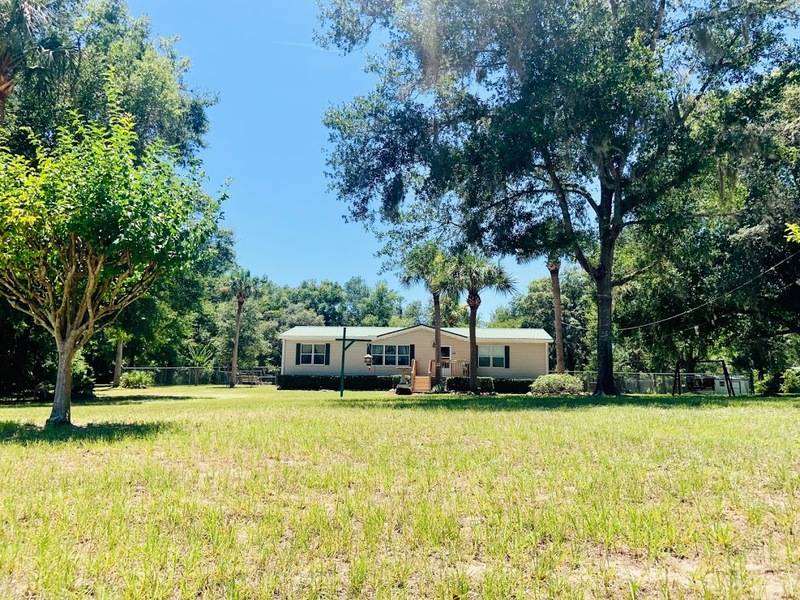 Welcome snowbirds! This is an excellent 3/2 mobile home situated in Homosassa & is available Jan-Mar 2021. The home sits on a beautiful piece of property with 1.03 acres & is fully fenced in. Inside is completely furnished including all linens & kitchenware to make your stay more comfortable. Any rental reservations for less than six months & one day have 11% short term tax.