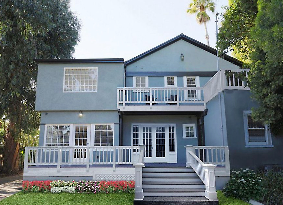Just reduced!!! 1920 Traditional Hollywood charm, sprawling original hardwood floors lead you from room to room, skylit central staircase opens to spacious upstairs foyer with 3 potential master suites, outdoor patio overlooks lush yard. Exsquisit floorplan with room for a new expansive kitchen, dual zone central air/heat, vacant property is ready for move-in, quick escrow approved by very motivated seller.