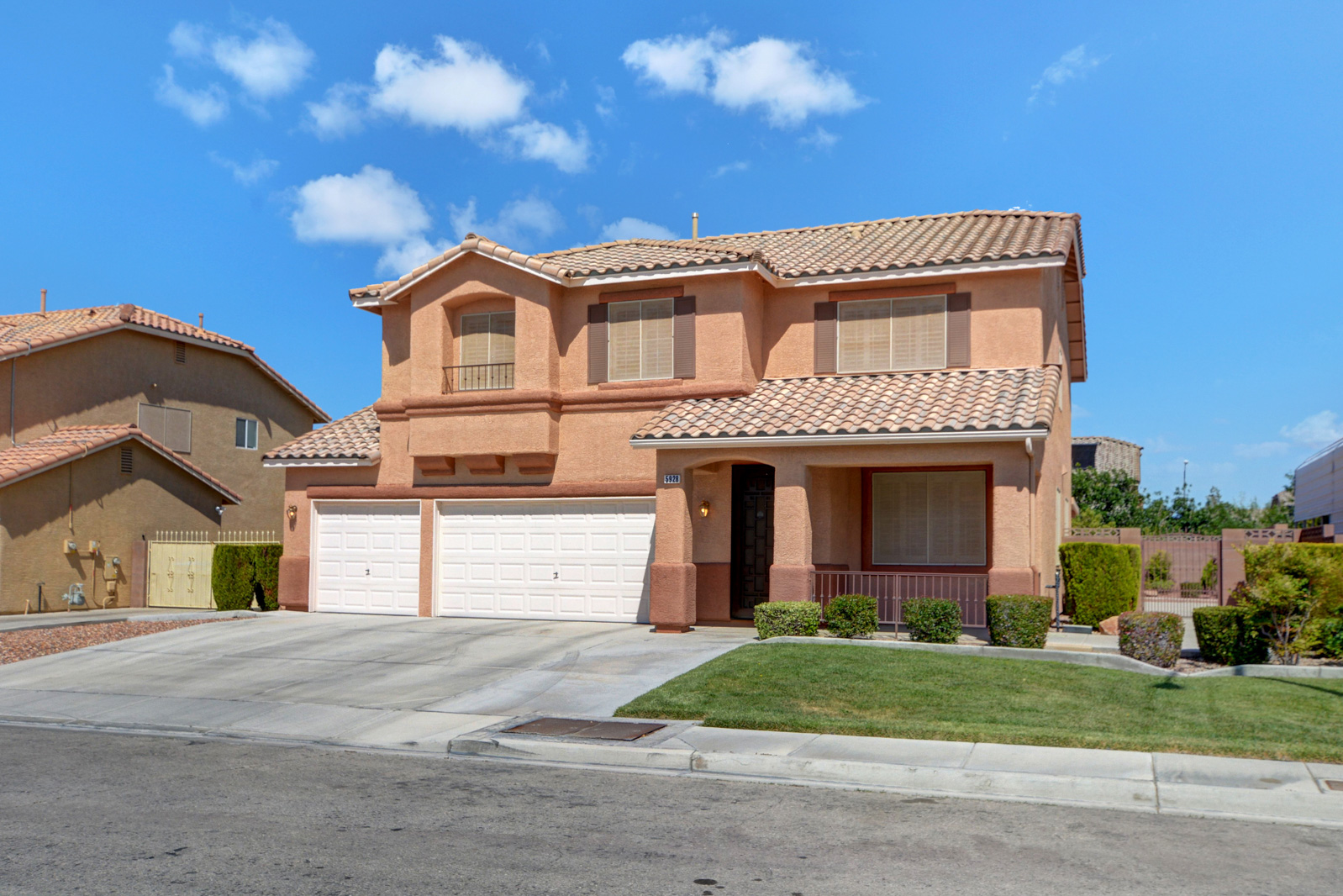 Stunning 4 bed 2.5 bath home! Featuring large living and family rooms, stainless steel appliances in the kitchen, updated cabinetry, and a pantry. Upstairs opens up to 4 bedrooms with extra padded carpet, a loft, the laundry room, and 2 full bathrooms. Huge backyard with an over-sized covered patio. 3 car finished garage includes the water softener. Updated flooring throughout. Two Blocks from the Calvary Chapel School.