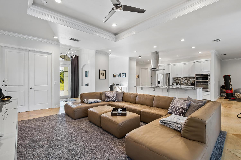 Haus Naples Florida kaufen - Deutscher Immobilienmakler Naples FL USA, Modernes Haus mit viel Land, Haus, Villa, Immobilien Naples kaufen udn verkaufen mit Kirsten Prizzi, Posh International Properties