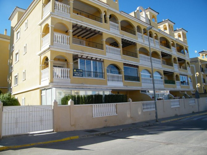 TWO BEDROOM FIRST FLOOR APARTMENT IN ALGORFA