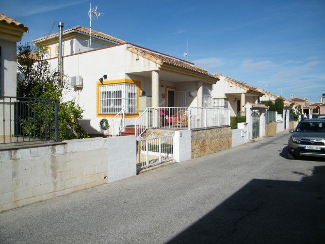 DETACHED VILLA IN LO CRISPIN-ALGORFA