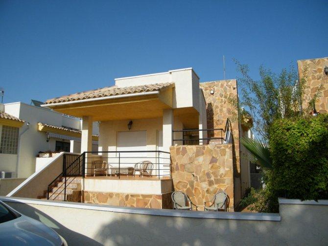 Detached villa with massive under build, El Raso