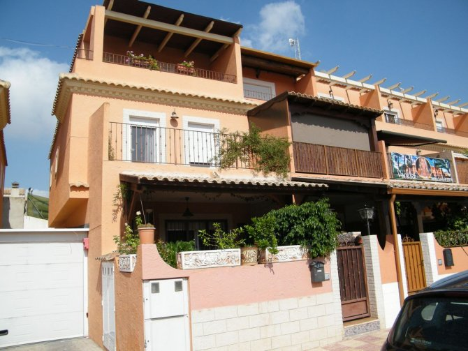 FANTASTIC SEMI DETACHED TOWNHOUSE IN JACARILLA