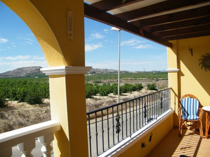 Stunning 2 bed apartment with views in Algorfa