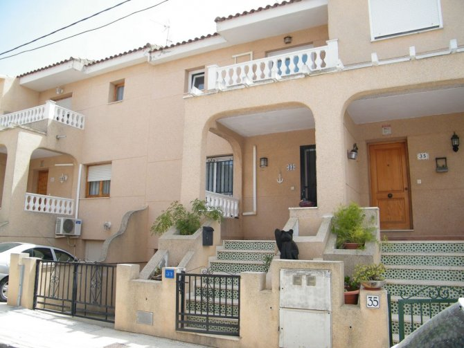 Spacious Three Bed Townhouse in the Village