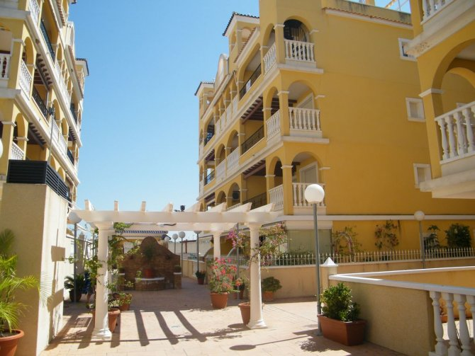 SOUTH FACING FIRST FLOOR APARTMENT IN ALGORFA