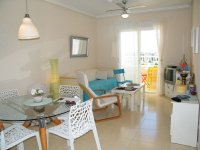 BRIGHT 2 BED APARTMENT WITH COUNTRY VIEWS (2)